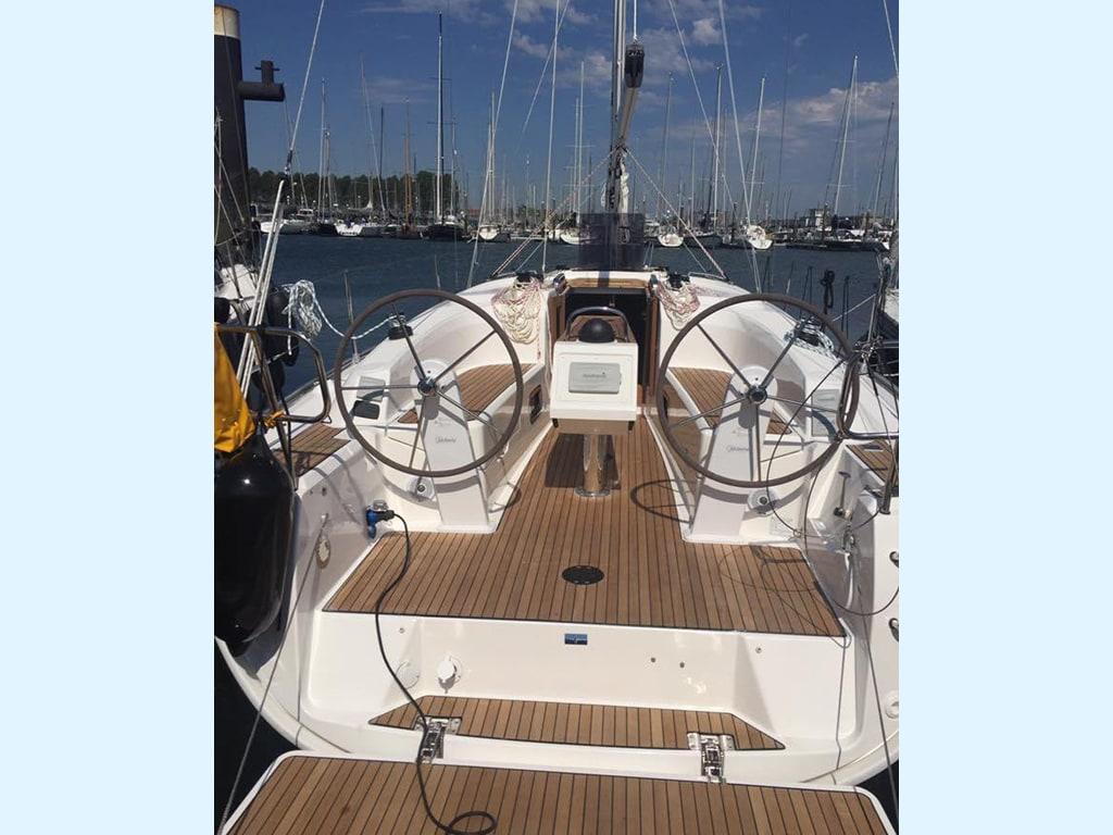Zeilboot Bavaria 34 kuip