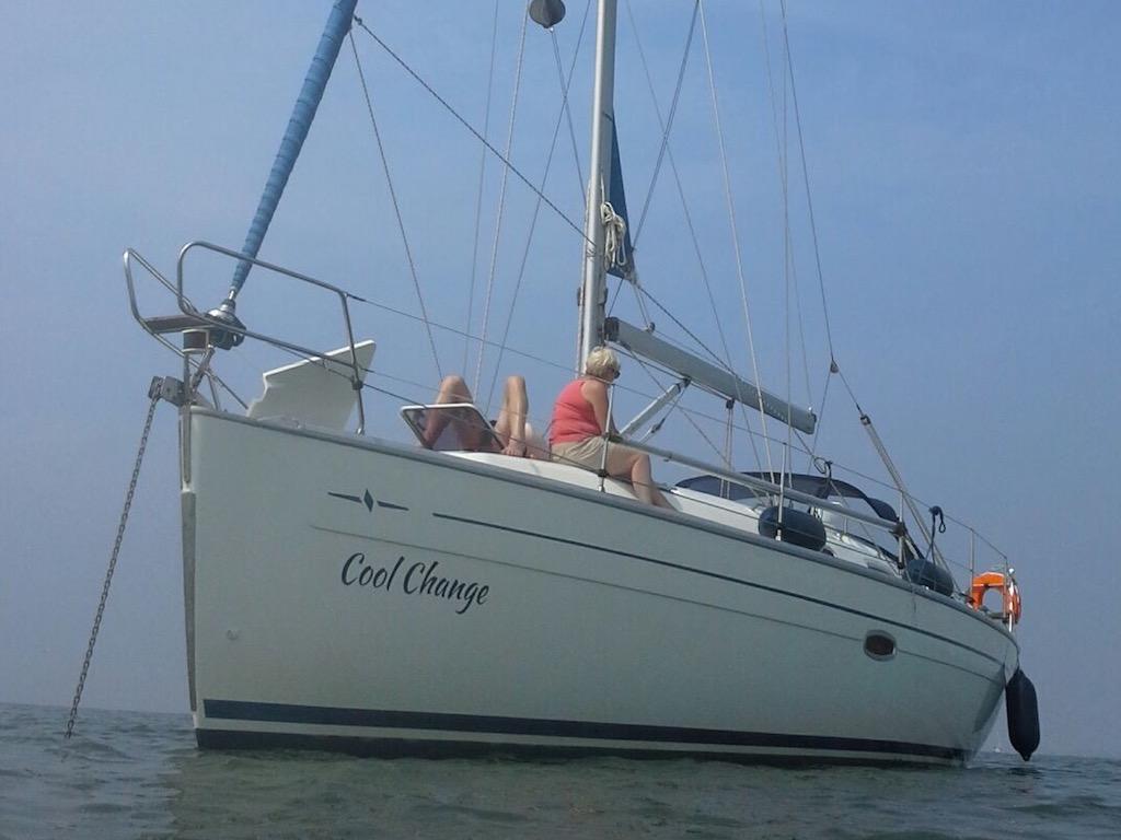 Zeilboot Bavaria 38 voor anker