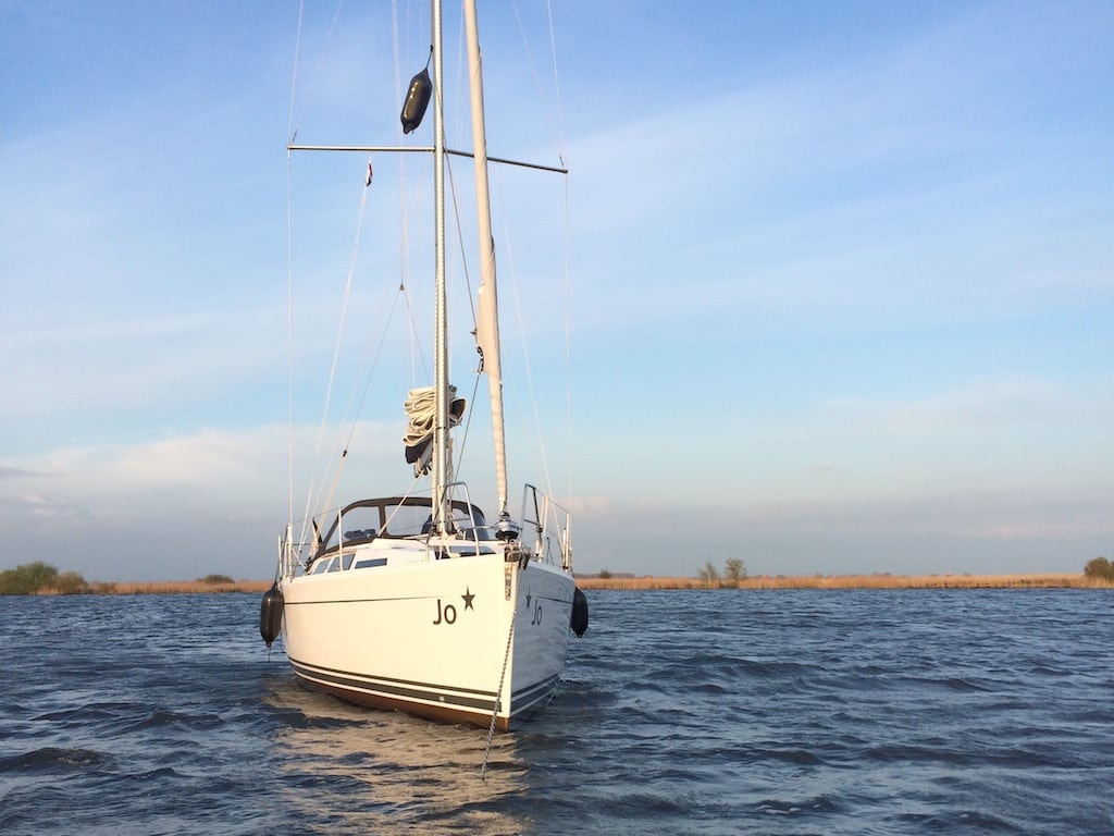 Zeilboot Hanse 345 Jo is te huur op het ijsselmeer. De thuishaven van deze goed onderhouden zeilboot is Lelystad.