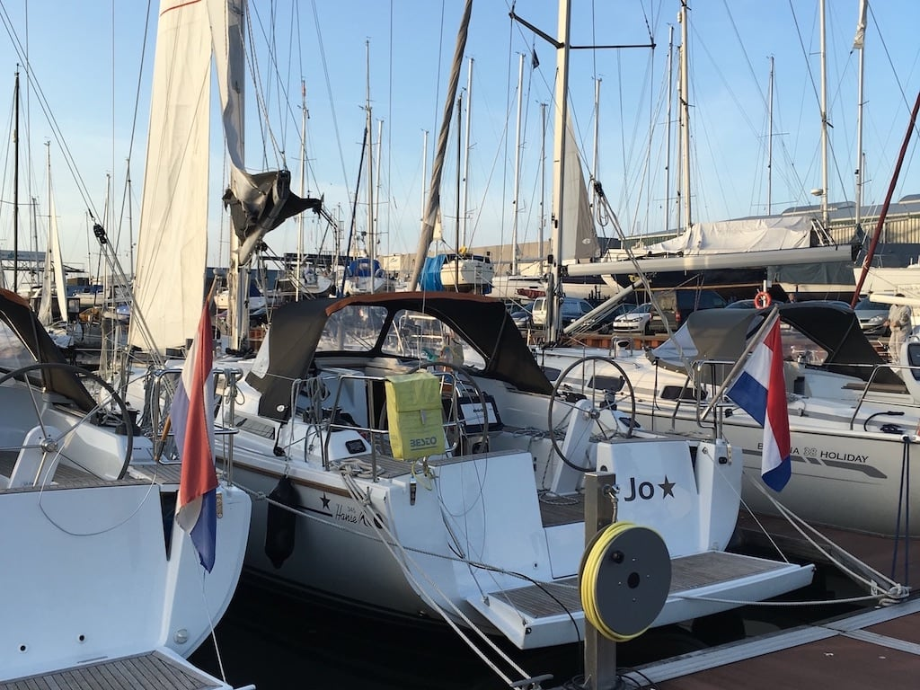Zeilboot in haven Hanse 345