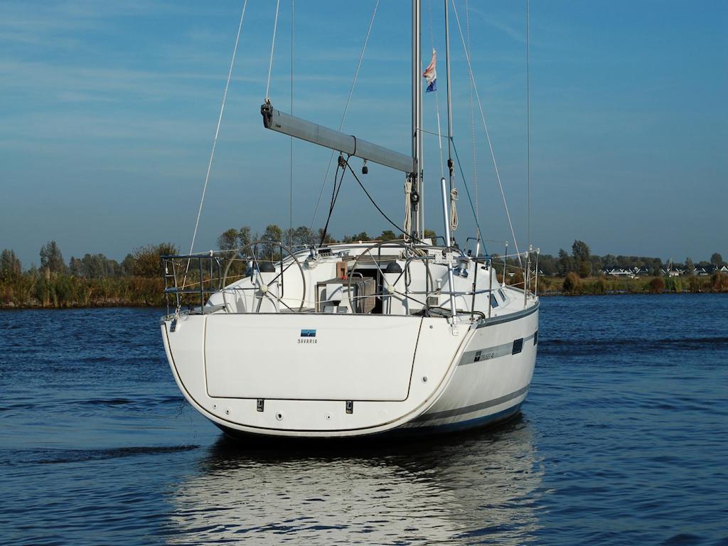 Zeilboot Bavaria 40 achterkant