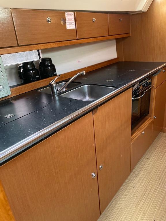 Huur Zeilboot Bavaria 40 keuken