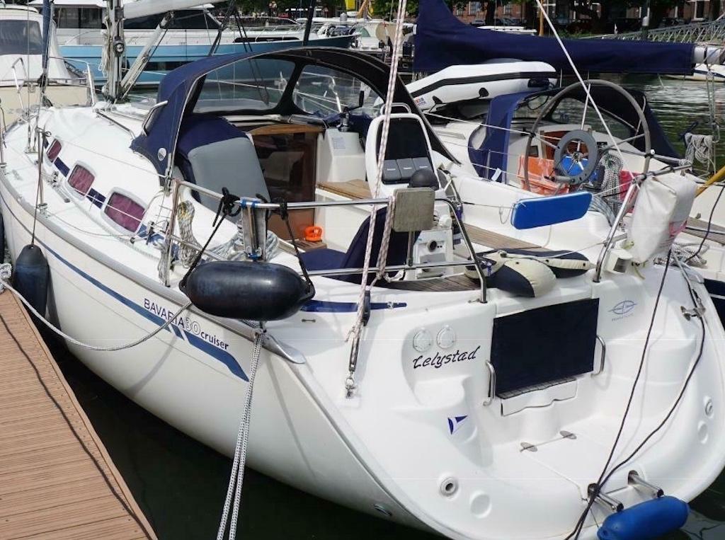 Zeilboot Bavaria 30 achter