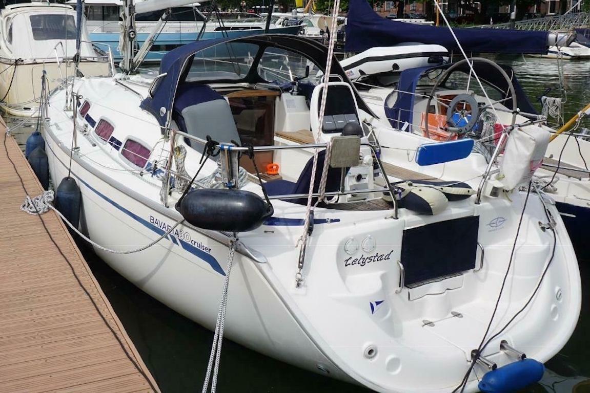 Zeilboot bavaria 30 Moody Blues achterkant
