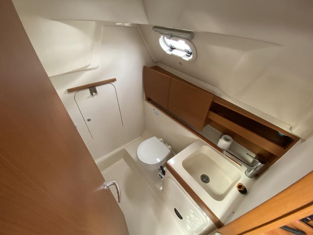 Zeiljacht Hanse 325 Belle Fleur badkamer met douche