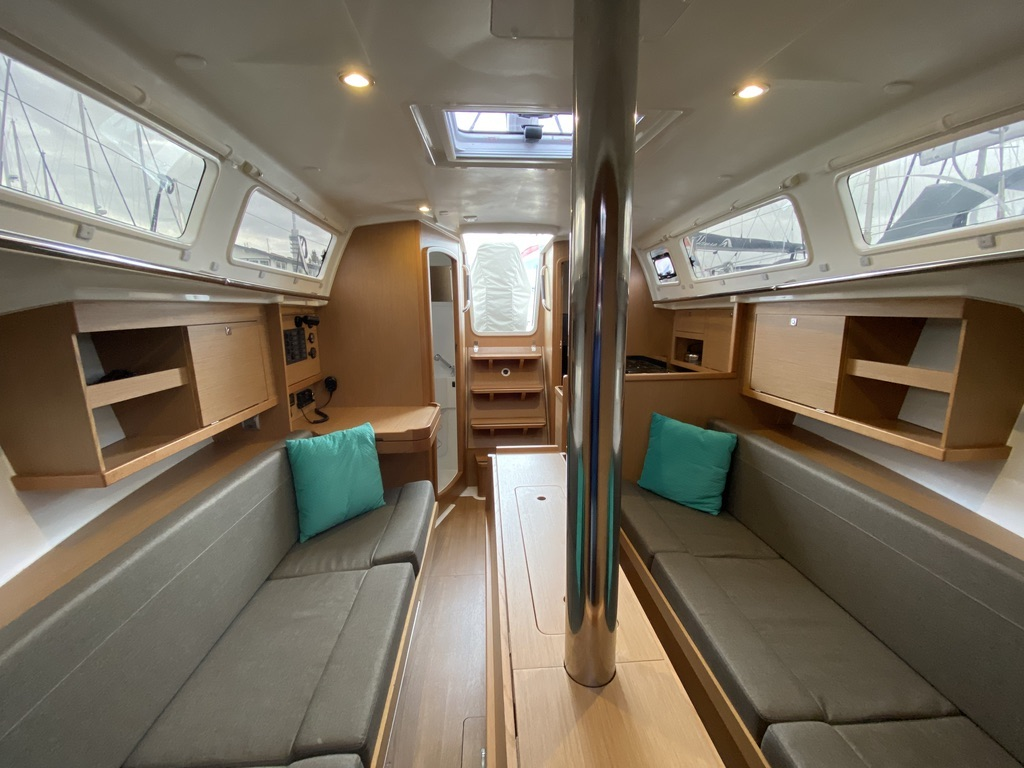 Zeiljacht Jeanneau Sun Odyssey 319 Viventa interieur salon